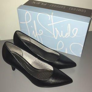 Beautiful black heels Size 9.5W NEW